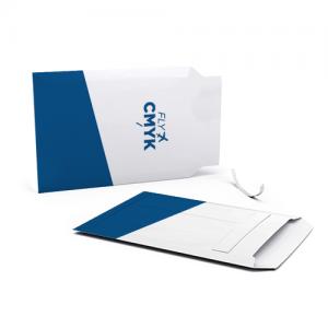 Kartonnen enveloppen met logo